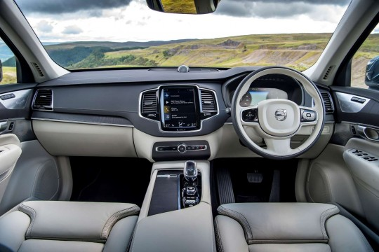 Volvo XC90 SUV 2.0 B5 235hp Momentum Pro Auto AWD