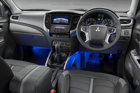 Mitsubishi L200 Van Pick Up 2.4DI-D Barbarian Double Cab 4WD Auto